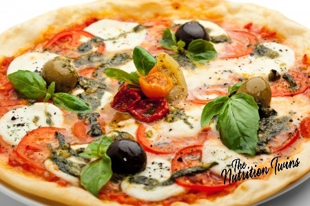 Pizza,_spinach_olives_tomatoes
